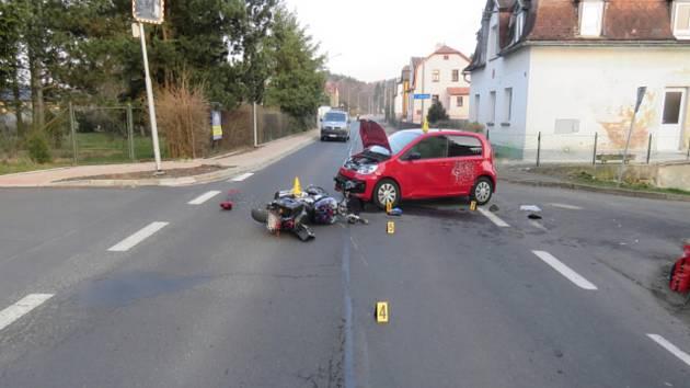 Nehoda motocyklu v Lesově.
