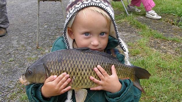 Celkem dvaatřicet mladých rybářů se sešlo v sobotu na rybníku Betoňák v Boru, kde se konaly dětské rybářské závody.