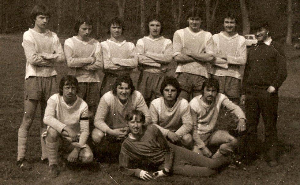 Fotbalový tým dorostu částkovského Hraničáře z období 80. let.
