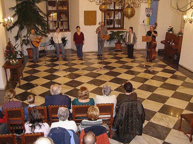 Na stříbrské radnici se konalo setkání s kapelou Wyjou.
