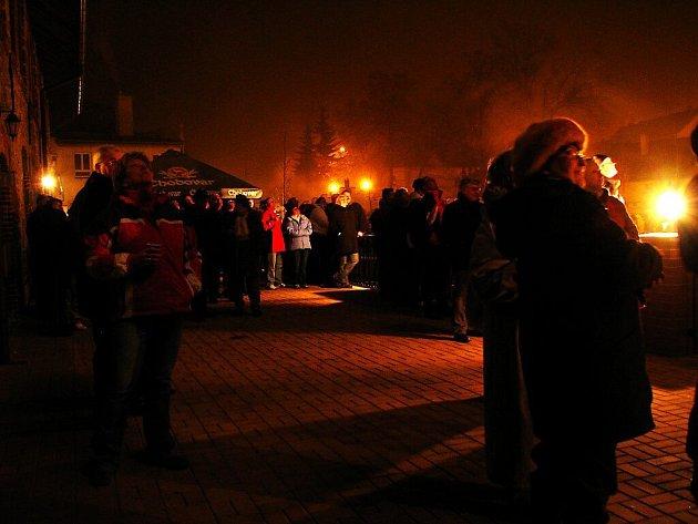 Ohňostroj a vítání nového roku 2009 v Chodové Plané.