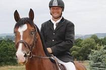 V TESTOVACÍCH závodech, kterých se v Oldřichově zúčastnili nadějní a špičkoví koně renomovaných chovatelů, startoval také tachovský Milan Pěchouček.