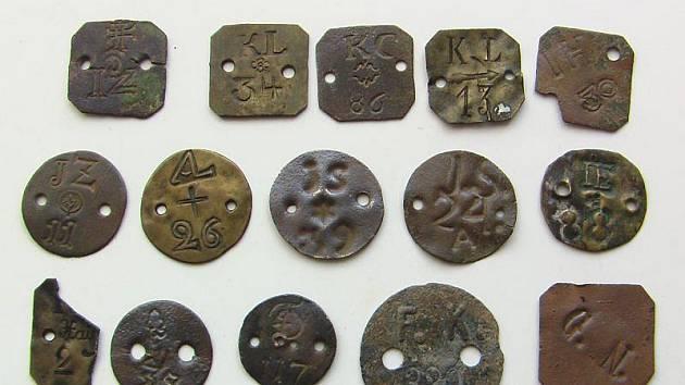 Robotní známky nalezené na Tachovsku.