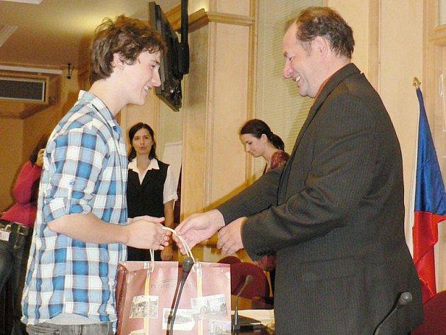 Daniel Adlmüller vyhrál celostátní soutěž v anglickém jazyce a v německém byl třetí.