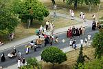 Historické slavnosti v Tachově pohledem z věže kostela.