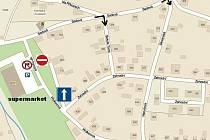 Dopravní situace v plánské Wolkerově ulici. Černé šipky ukazují, kudy bude možno zajet do ulice Zahradní.