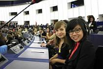 Jak se sedí a pracuje v Evropském parlamentu ve Štrasburku si vyzkoušelo několik studentů ze Stříbra