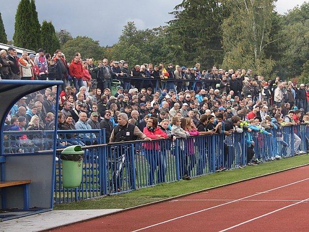 Fotbaloví příznivci viděli o víkendu mimo jiné remízu Tachova i Rozvadova, či domácí debakl Bezdružic se Stráží.