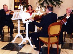 TACHOVSKÉ KVARTETO ALLEGRO zahrálo na vánočním koncertu v Přimdě. Návštěvníci si vystoupení i atmosféru koncertu pochvalovali.