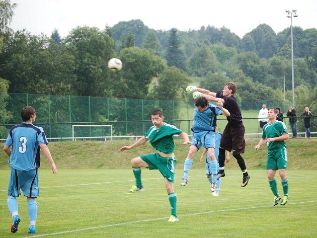 PO PŘESVĚDČIVÉM vítězství 8:2 nad Hvězdou Cheb (z tohoto utkání je snímek), čeká fotbalisty FK Tachov v neděli pohárový zápas s Jiskrou Domažlice.