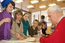 Kánoista Jan Jiráň, finalista olympijských her v Tokiu 1964 a pětinásobný mistr republiky navštívil ve středu žáky tachovské základní školy v Zárečné ulici
