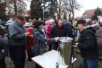 Nový rok přivítali ve Stříbře punčem a ohňostrojem.