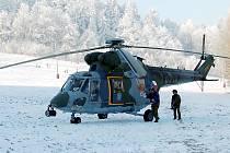 Třicetiletého parašutistu  převezl vrtulník Letecké záchranné služby do nemocnice