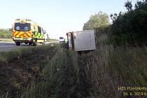 Převrácený kamion na dálnici D5.