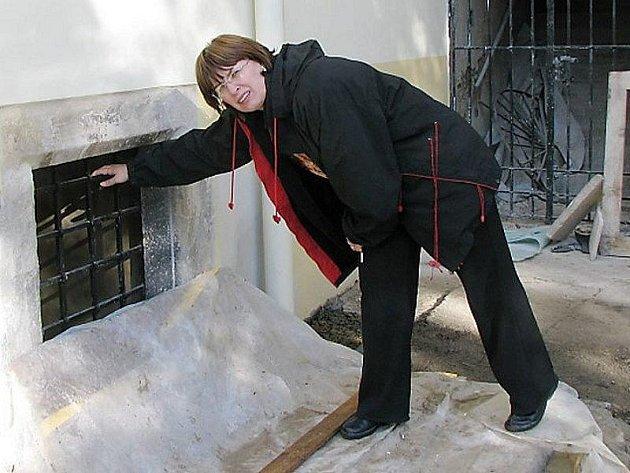 MUZEUM V TACHOVĚ ZDOBÍ nové mříže a fasáda. Jana Hutníková doufá, že opravy budou příští rok pokračovat.