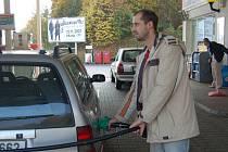 Hlavně při frmolu jsou pumpaři proti tankujícím a následně bez zaplacení ujíždějícím řidičům bezbranní. V některých případech nepomohou ani bezpečnostní kamery.