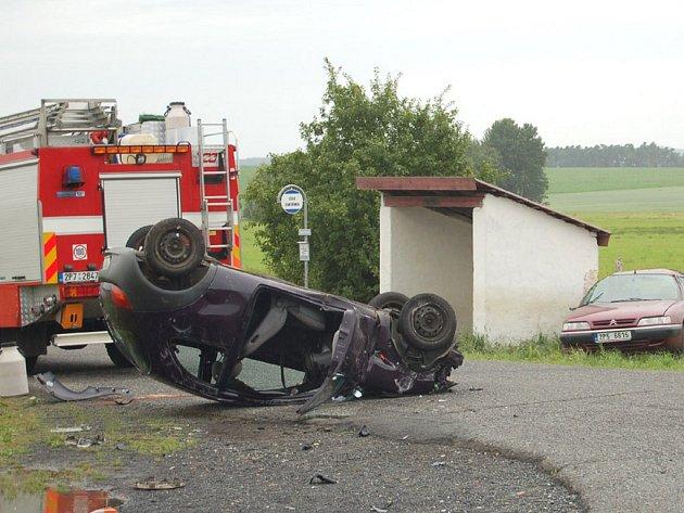 Všichni účastníci dopravní nehody u Okrouhlého Hradiště byli převezeni záchrannou službou do Fakultní nemocnice v Plzni.