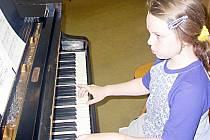 Výuka na hudební nástroje může našim dětem zcela změnit život, uvažují někteří rodiče z Tachovska.