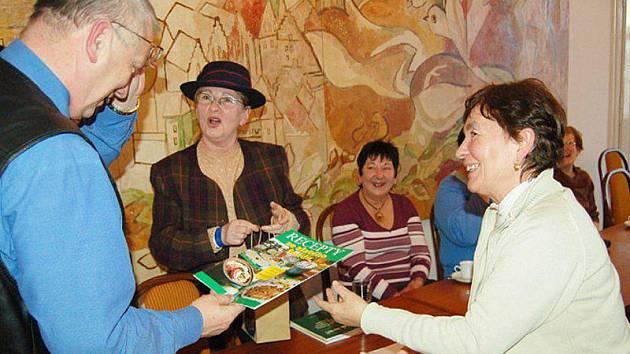 Členky tachovské organizace Českého svazu žen navštívily starostu Tachova Ladislava Macáka.
