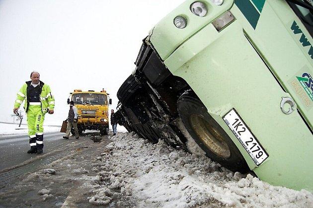 Nehoda autobusu u Chodové Plané.