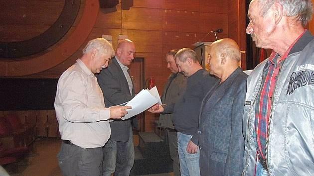 Z rybářské schůze ve Stříbře.