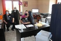 Volební místnost v Prostiboři.