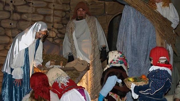 K živému betlému přišli Tři králové.
