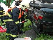 Plánští dobrovolní hasiči vyprošťovali dítě z havarovaného vraku. Našstěstí jen cvičili.