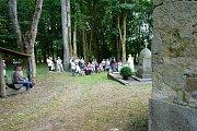 V blízkosti kostela Nanebevzetí Panny Marie se uskutečnila mše.