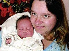 Lukášek v maminčině náručí na pokoji porodnice plzeňské fakultní nemocnice.