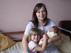 Maminka Vladislava Veselá chová Nikolku (3,5) a Radka (3,28 kg, 51 cm), který se narodil 28. října v 10:12 ve Fakultní nemocnici v Plzni. Doma v Bezdružicích na ně čeká tatínek Radek Veselý.