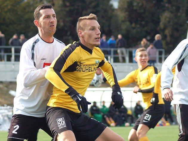 Tachov (v bílém) nastoupil v sobotu proti Baníku Sokolov.