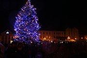 Z rozsvícení vánočního stromu na tachovském náměstí.