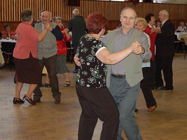 Každý měsíc, s výjimkou letní přestávky, mohou příznivci dechové hudby navštívit dechovkový koncert v kulturním domě ve Stříbře