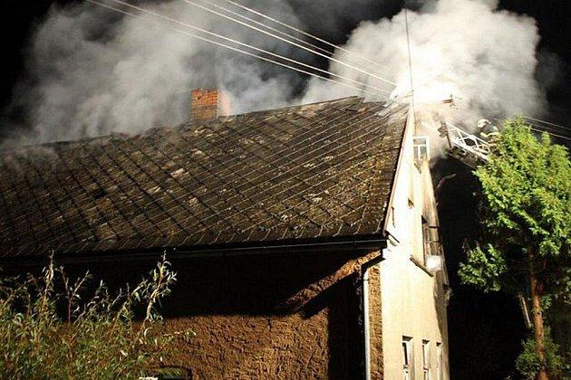Rodinný dům vyhořel v neděli večer v Kokašicích.