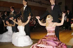 Taneční kurz 2009 ve Stříbře zakončil svou výuku páteční závěrečnou.