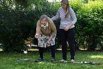 PŘÍJEMNĚ trávily dopoledne děti z Kostelní s obyvateli domova pro seniory.