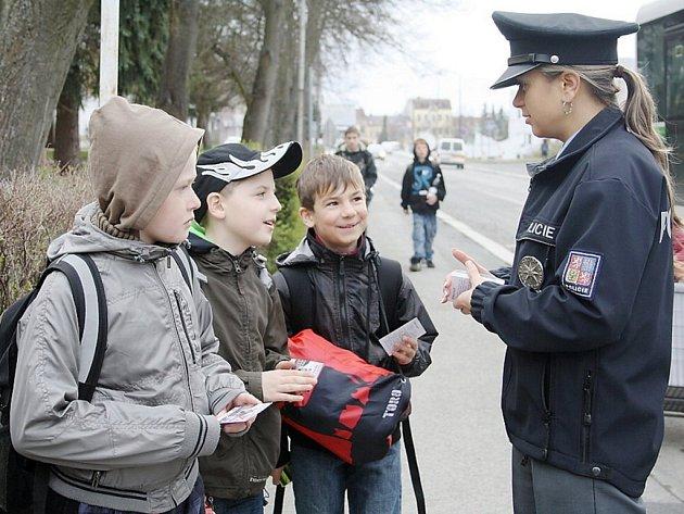 Policejní preventivní akce se konala v úterý u přechodu pro chodce před tachovskou základní školou v Hornické ulici.