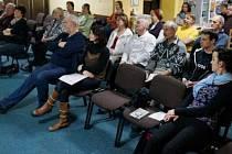 PRVNÍ VEŘEJNOU akci ke vznikajícímu mobilnímu hospicu na Tachovsku navštívily zhruba čtyři desítky lidí. Ti si vyslechli přednášku o nevyléčitelných nemocech a umírání.
