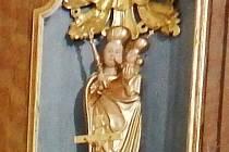 Madonka opět zdobí oltářní niku kostela sv. Prokopa a Ondřeje ve Starém Sedlišti.