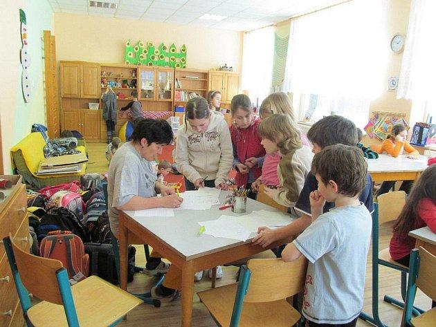Děti hrály piškvorky