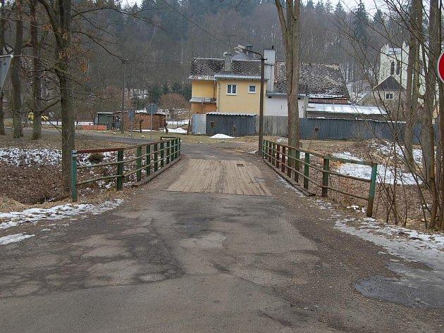 Dva měsíce potrvá oprava Můstku do osady Světce. Ta bude přístupná pouze po provizorní lávce pro pěší