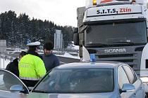 Řidiči si myslí, že se s nimi honíme, říkají policisté.
