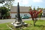 pomník obětem první světové války v Bernarticích