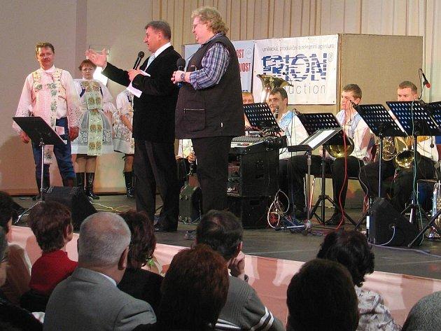 Divákům zahrála slovenská krojovaná kapela Májovanka z Holíče