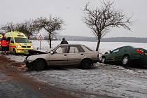 Jedna z dopravních nehod se stala kolem třetí hodiny odpolední za Trnovou směrem na Tisovou.