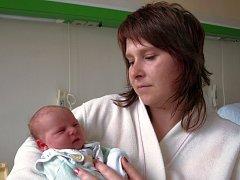 Karolína Šturmová (3kg/50cm) se narodila v úterý ve 14.40 hodin v chebské porodnici. Doma v Plané se na maminku Moniku a Karolínku těší tříletý Jindříšek a tatínek Petr.