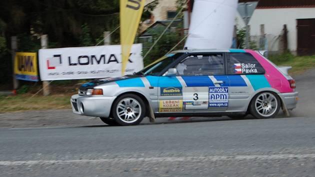 Testování rallye automobilů u Kočova.