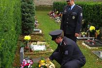 Tachovští policisté uctili památku svého kolegy, který zahynul při výkonu služby před dvaceti lety.