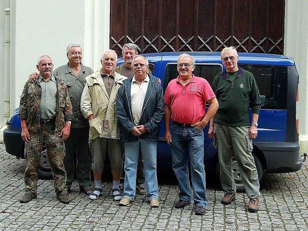 ZASE SPOLU. Kamarádi z vojny navštívili v pátek jízdárnu ve Světcích.